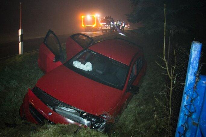 Mercedes-Fahrer bei Unfall verletzt