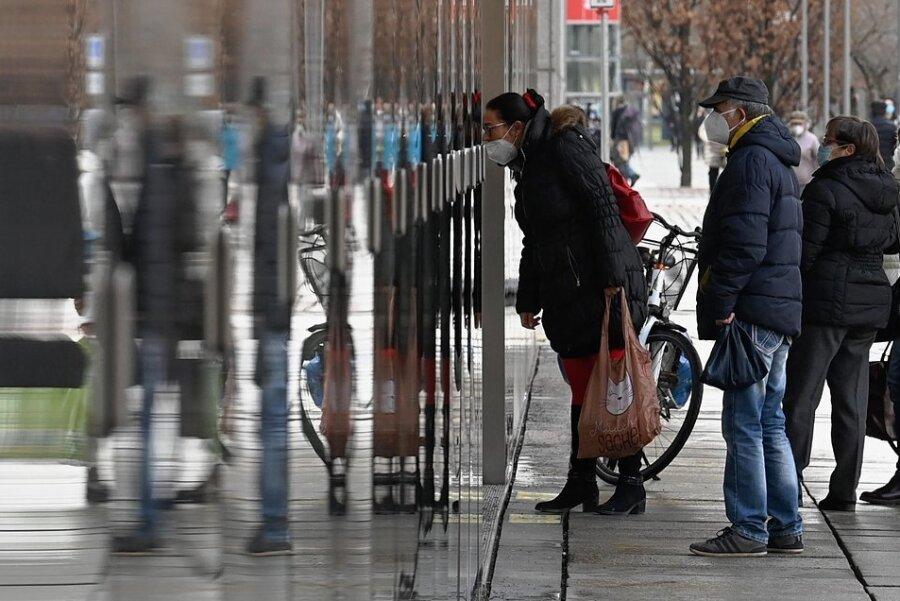 Kaum eingeführt, sind die meisten Lockerungen im Einzelhandel schon wieder passé. Die Sorge um die Zukunft der Innenstadt wächst.