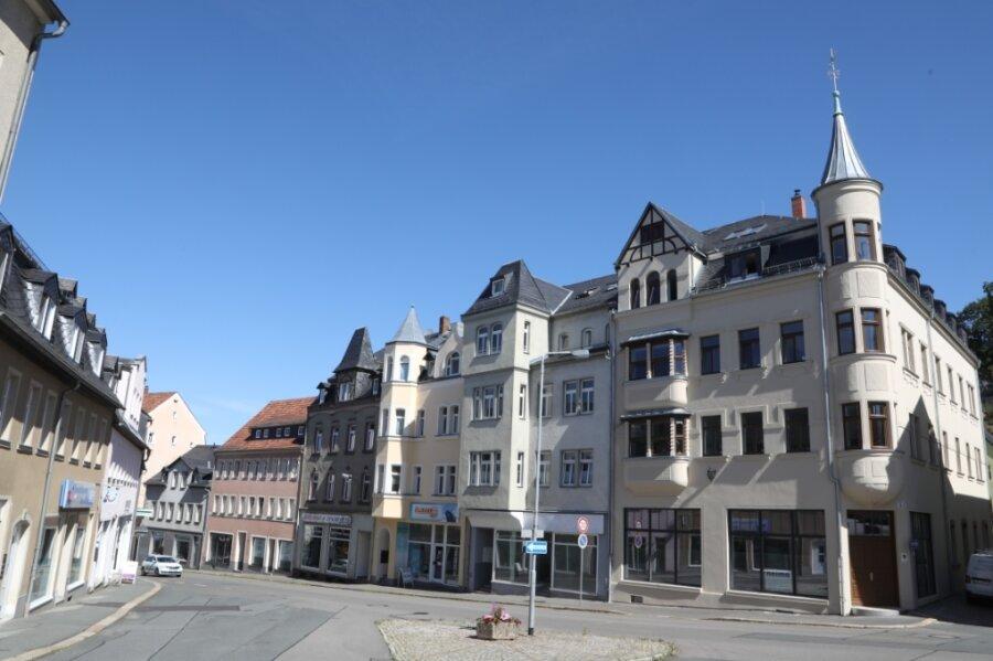 Das 1906 errichtete Wohn- und Geschäftshaus am Lichtensteiner Altmarkt ist seit dieser Woche endgültig restauriert. Der Denkmalschutz lobt die vielen wiederhergestellten historischen Details im und am Gebäude.