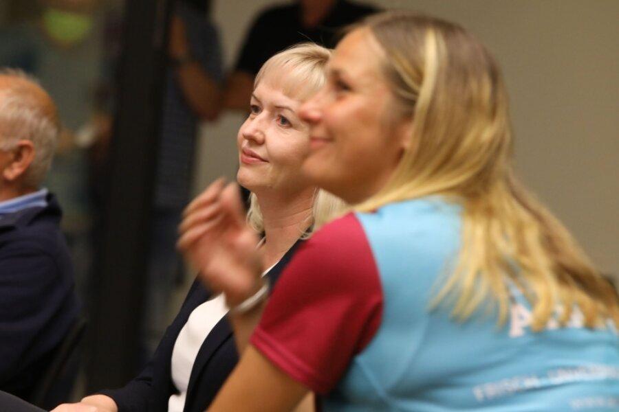 Kathrin Köhler und Constance Arndt (im Vordergrund) liegen nach dem ersten Wahlgang vorne.