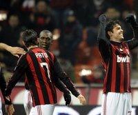 Kaka (r.) bleibt beim AC Mailand
