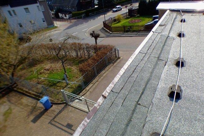 """Das Dach der Kita """"Kinderland"""" Lugau ist nicht mehr dicht und muss erneuert werden."""