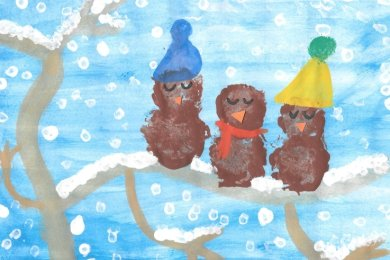 """Maria-Magdalena Pampel (10) gestaltete mit Wasserfarbe ihren """"Traumurlaub"""" auf einer kleinen Insel mit einem Vulkan, der das Wasser wärmt."""