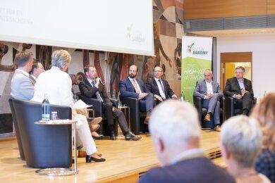 Diskussionsrunde mit Kandidaten zur Landtagswahl und Vertretern der sächsischen Wirtschaft in der Dresdener Dreikönigskirche.