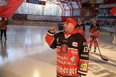 Seit der Saison 2018/19 ist Patrick Augustin im Kunsteisstadion mit dem Mikrofon unterwegs.