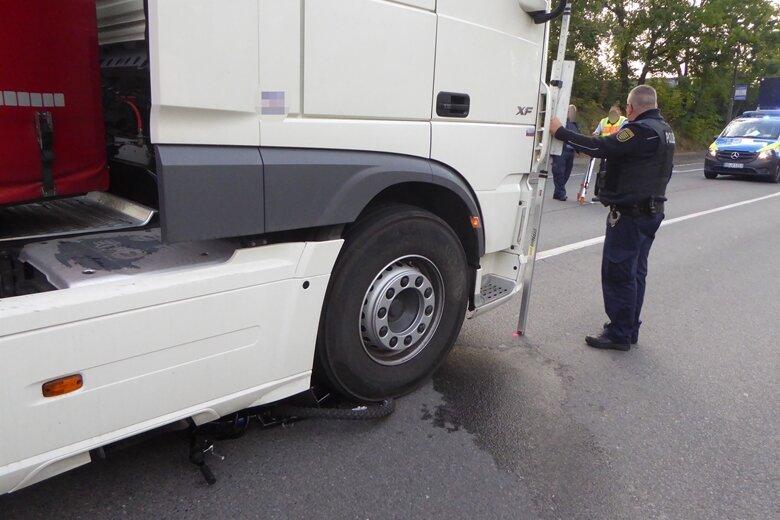 14-jährige Radfahrerin bei Unfall mit Lkw schwer verletzt