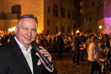 Das Roland-Kaiser-Double Steffen Heidrich sorgte bereits im September vorigen Jahres auf Schloss Rochlitz für einen gut gefüllten Hof. Auch in diesem Jahr ist der Sänger bei den Sommer-Events wieder mit dabei und präsentiert die Hits von Roland Kaiser am 24. Juli auf dem Schlosshof.