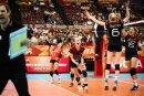 Volleyballerinnen feiern das 3:2 gegen Brasilien