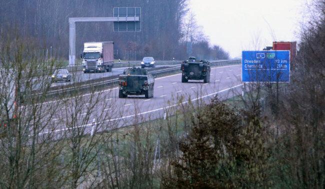 Mehrere Radpanzer sind am Donnerstagmorgen auf der Autobahn 4 bei Hohenstein-Ernstthal unterwegs gewesen.
