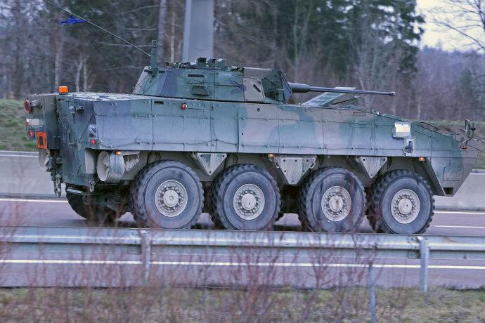 Rückkehr von Großübung: Militärkonvoi auf der A 4 unterwegs