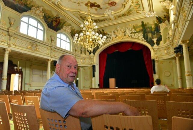 """Jörg """"Ko"""" Kokott hat vorab im Zuschauerraum im """"Goldenen Löwe"""" Platz genommen. Am Donnerstag steht er dort auf der Bühne."""