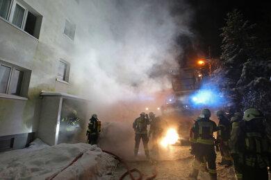 Gegen 1.30 Uhr war es im Keller eines Mehrfamilienhauses an der Altenburger Straße zum Brand gekommen.