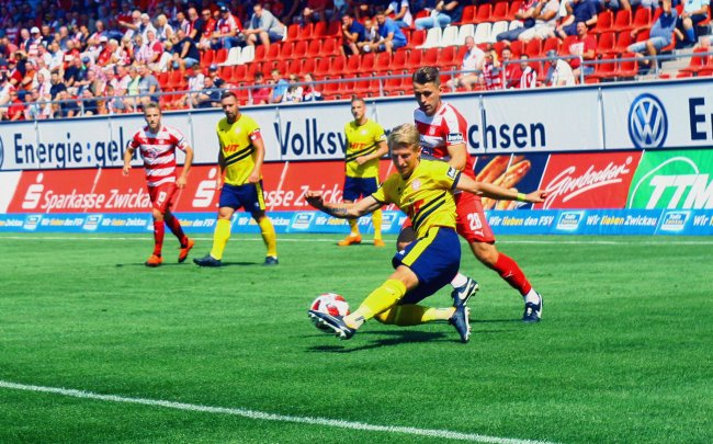 Die Drittligapartie in Zwickau verfolgten 4.456 Zuschauer.