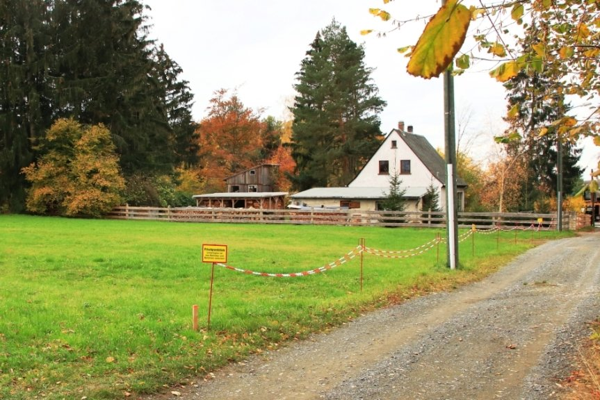 Obwohl vom Baugebiet in Buchwald am Gartenweg außer einer grünen Wiese noch nichts zu sehen ist, entstehen für die Gemeinde schon die ersten Kosten, die im kommenden Jahr zu begleichen sind.