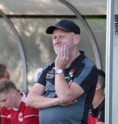 Skeptisch: Nicht nur Matthias Zänker, der Trainer des SV Fortuna Langenau, grübelt über die Fortführung der Saison in der Landesklasse. Mittelsachsens Kickern fehlt derzeit die Perspektive.