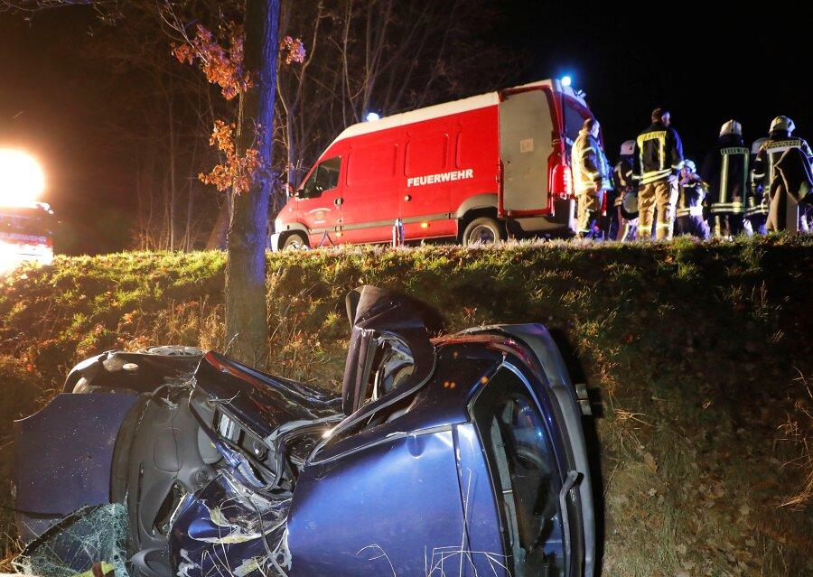 Schwerer Unfall in Mohsdorf: Schwangere Beifahrerin stirbt