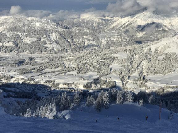 Selten so schön: Blick von 1600 Metern Höhe ins Pillerseetal in den Kitzbüheler Alpen.