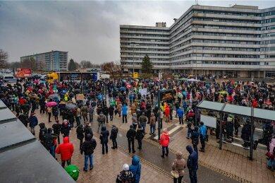 Demonstration von Gegnern der Corona-Maßnahmen auf der Chemnitzer Brückenstraße.