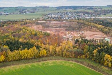 Der Steinbruch in Leukersdorf. Seit 1934 wird dort Porphyr abgebaut.Anwohner sind seit Jahren genervt von den Sprengungen, dem Lärm und dem Schmutz, der vom Tagebau ausgeht.