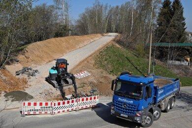 Der Radwegbau in Callenberg ist in vollem Gange. Mit 450.000 Euro ist diese Maßnahme der größte Brocken im Haushalt der Gemeinde bei den Investitionen des Jahres 2021.