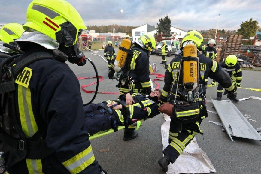 Feuerwehrleute proben Ernstfall in Gewerbegebiet