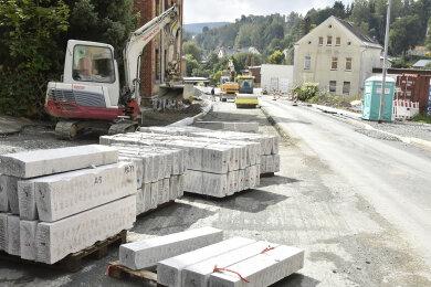Das Nadelöhr für den Klingenthaler Verkehr, der Königsplatz, ist nach monatelangen Bauarbeiten ab 5. Dezember wieder frei.