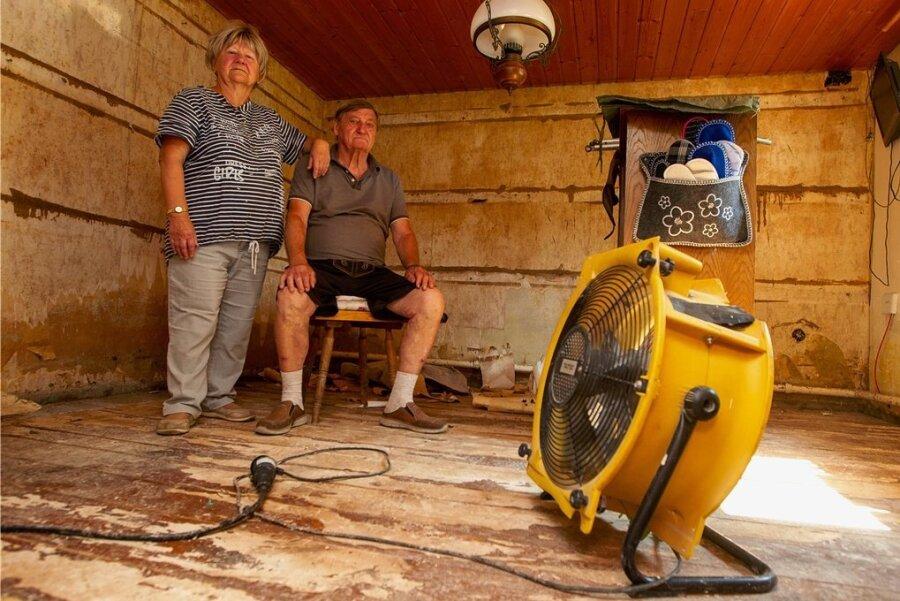 Die Wohnung von Erika und Siegfried Schiener nach dem Hochwasser: Alles bis auf die alte Dielung des Fachwerkhauses musste raus. Und auch die Dielen werden noch weichen müssen.
