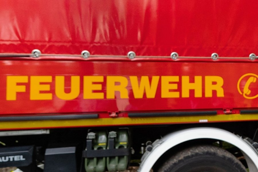 Traktor und Presse bei Oberwürschnitz ausgebrannt