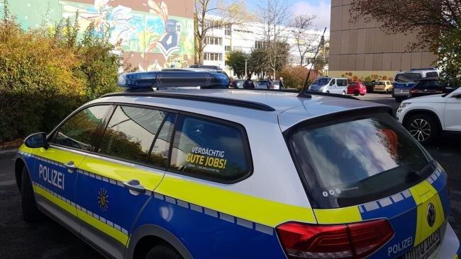 Die Polizei ließ die beiden Plauener Schulen räumen.