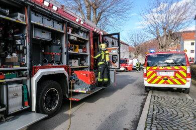 In einer Wohnung an der Professor-Virchow-Straße in Aue hat am Sonntag ein Wasserkocher auf eingeschalteter Herdplatte angefangen zu brennen.
