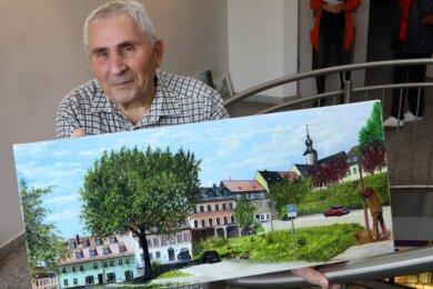 """Der Hobbymaler Otto Urbanski hat zahlreiche Motive aus der näheren Umgebung im Portfolio. Die Altmarktansicht aus Hohenstein-Ernstthal gibt es mit Parkplatzschild und auf Wunsch auch mit """"Territorios"""", der heftig diskutierten Skulptur (rechts)."""