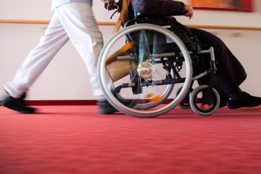 Wenn ein Angehöriger plötzlich pflegebedürftig wird, bringt das eine Reihe von Problemen mit sich. Wenn dann noch Ärger mit der Pflegeversicherung hinzukommt, sorgt das für zusätzliche Unsicherheit.
