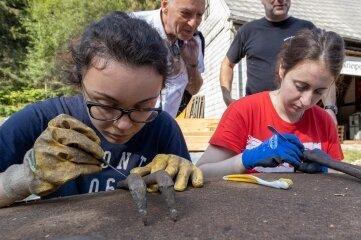 Die Restauratorinnen Fjolla aus dem Kosovo und Irene aus Spanien waren vor zwei Jahren beim Freiwilligenprojekt mit im Einsatz.