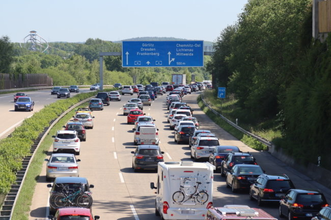 Stau auf der A4: Am Pfingstmontag wollten offenbar viele Autofahrer das schöne Wetter für einen Ausflug nutzen.