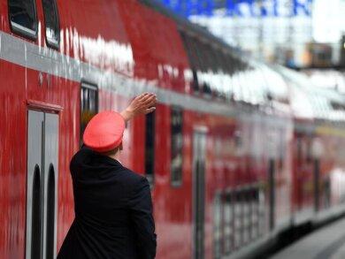 2019 gab es laut der Regierungsantwort 1649 Gewaltstraftaten gegen Bahnbeschäftigte.