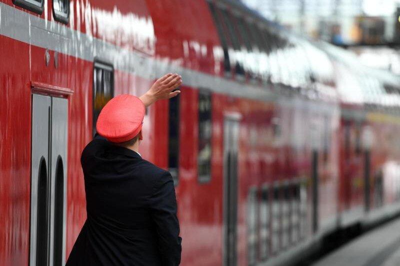 Zugbegleiter müssen sich immer häufiger gegen Angriffe wehren