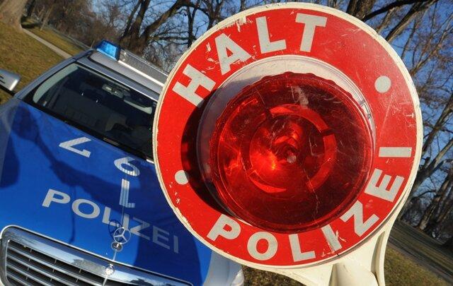 Polizisten gingen im Vogtland am Donnerstagvormittag mehrere Verkehrssünder ins Netz, darunter mehrere Raser und ein Mann mit Alkohol am Steuer.