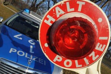 it einer Fahrt ins Krankenhaus und Anzeigen hat eine Polizeikontrolle für eine VW-Fahrerin (22) in Plauen am Dienstagnachmittag geendet.
