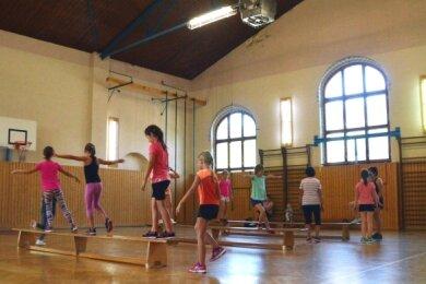Derzeit müssen die Kinder noch in einer Halle Sport treiben, die 500 Meter von der Schule entfernt ist und einst als Elektrowerk genutzt wurde.