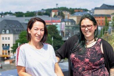 Sie engagieren sich aktiv für einen sachlichen Austausch über Themen, die die Region bewegen. Cathleen Klaus (links) und Brita Bluhm haben eine Gruppe im sozialen Netzwerk gegründet, die ohne Hass und Hetze diskutieren will.