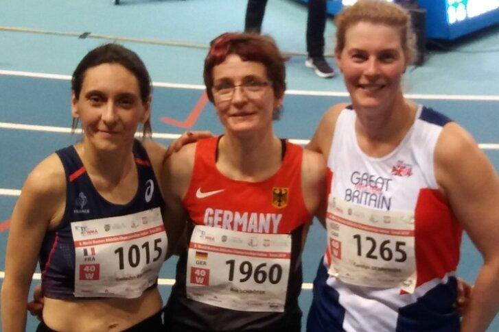 2019 krönte Brit Schröter ihre Karriere in Torun mit zwei Titeln bei der Hallen-WM. Über 3000 Meter verwies sie die Französin Gwladys Brusseau (links) und die Britin Carolyn Derbyshire (rechts) auf die Plätze.