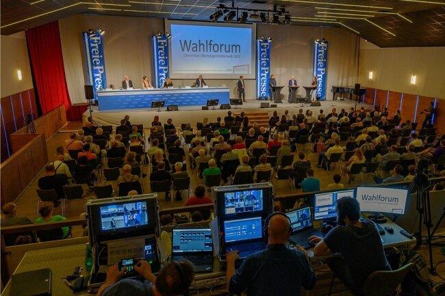 """Blick in den Saal des Wahlforums der """"Freien Presse"""" im Veranstaltungszentrum Luxor. Rund 150 Besucher verfolgten die zweistündige Debatte am Mittwochabend vor Ort. Zudem wurde sie per Videostream und Liveticker im Internet übertragen."""