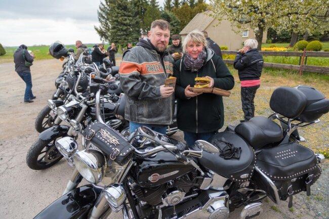 Doreen Stange und ihr Mann Jürgen legten einen Burger-Stopp ein.