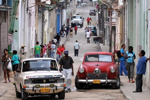 Eine Straßenszene in Havanna. Auch im Wohnungsbau gibt es enormen Nachholbedarf.