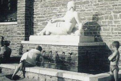 Gesucht: Die Skulptur der Nixe, hier an ihrem Platz im einstigen Freibad an der Hakenkrümme.