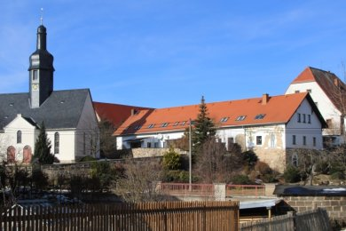 Ein malerischer Blick auf die Ortsmitte von Irfersgrün - der Ortschaftsrat hat jedoch noch Wünsche.