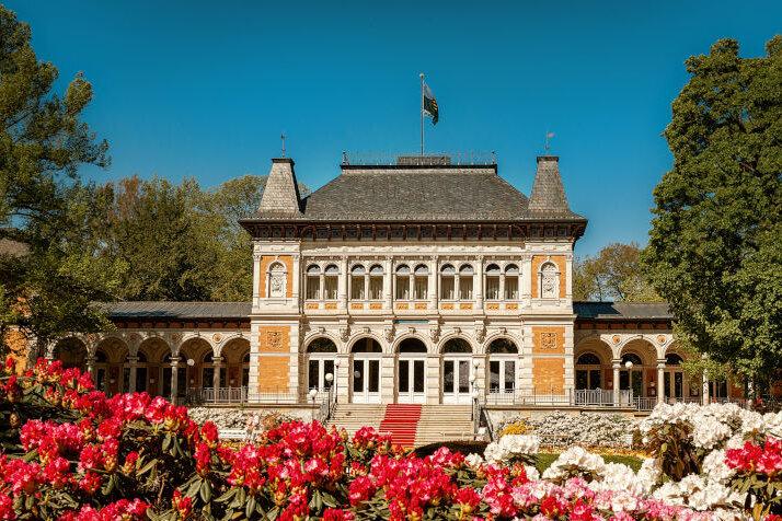 Das Königliche Kurhaus zur Rhododendron-Blüte.