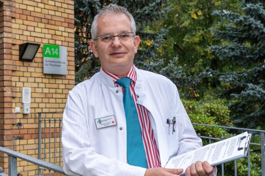 Facharzt Michael Müller vor der Station für Psychosen.