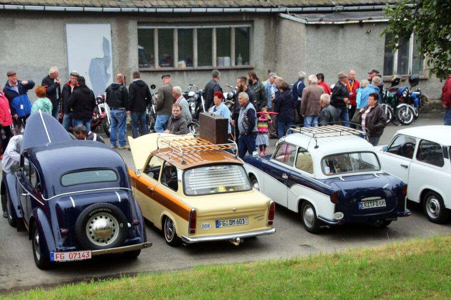 Obwohl das Wetter durchwachsen war, strömten mehr als 550 Besucher zum Oldtimertreffen nach Naundorf.