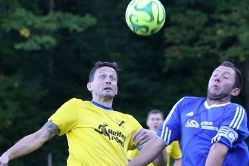 Auch in der Partie des vierten Spieltags wahrte Kapitän Jan Schmutzler (l.) mit seinem SV Auerhammer beim 4:0 gegen Crottendorf eine weiße Weste. Insgesamt setzte es nur zwei Gegentore.